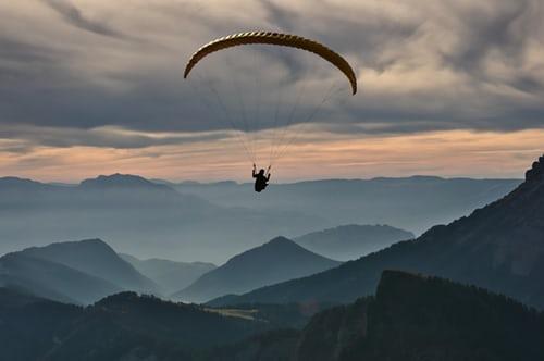 Tandemski skok s padalom – mladost je norost