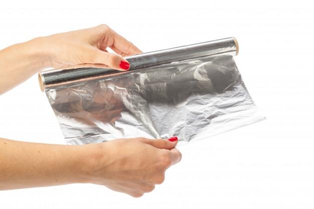 Foliranje v termo skrčljivo folijo je zelo pogost postopek zavijanja različnih izdelkov