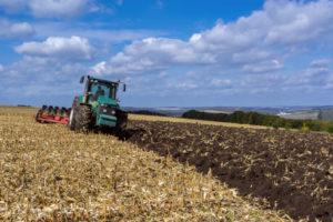 Dolgoživa kmetijska mehanizacija