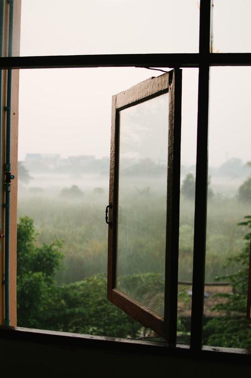 Lesena okna – zdrava, saj dihajo skupaj z vami