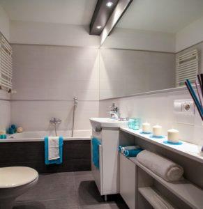 Svetlo kopalniško pohištvo